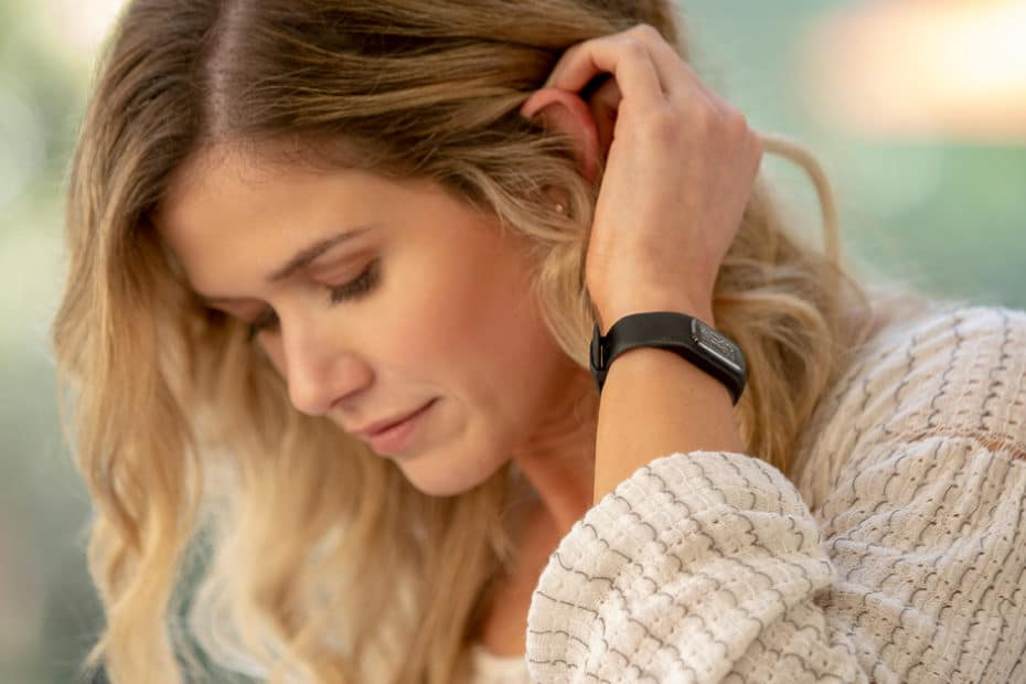 Woman wearing Garmin Vivosmart 4