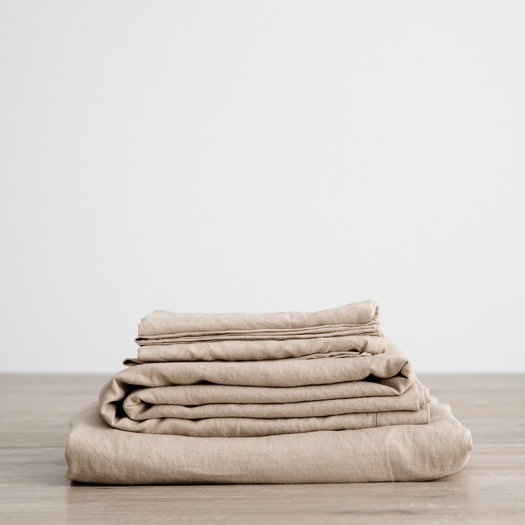 Oatmeal-colored linen Cultiver sheets